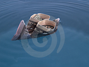 Dollar Ship Sinking Royalty Free Stock Photos - Image: 8073838