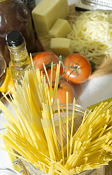 Raw Spaghetti Royalty Free Stock Images - Image: 8129859