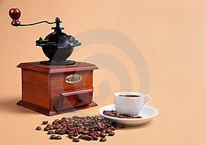 Coffee grinder and cup with fragrant coffee Royalty Free Stock Photography