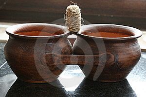 Twin Brown Pots Stock Images - Image: 8315964