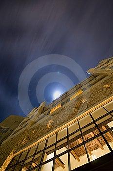 De Bouw Onder Het Maanlicht Royalty-vrije Stock Foto's - Afbeelding: 8332518
