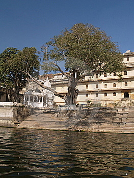 Rajput Style City Palace By Lake Pichola Stock Images - Image: 8400014
