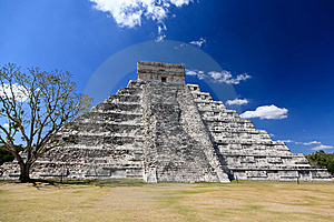 The Temples Of Chichen Itza Temple In Mexico Royalty Free Stock Images - Image: 8424959