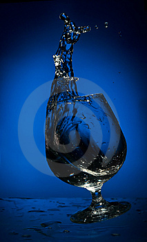 Big Splash Of Fluid In A Falling Glass Stock Photos - Image: 8441943