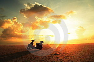Lever De Soleil Photographie stock libre de droits - Image: 8448887