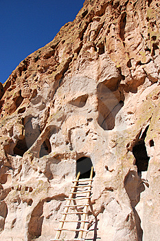 Cliff Dwelling At Bandelier National Monument Stock Images - Image: 8480074