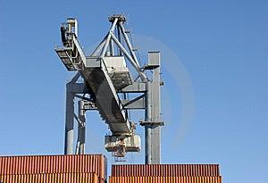 Envases Móviles De La Grúa Grande En El Puerto Imagenes de archivo - Imagen: 8497864