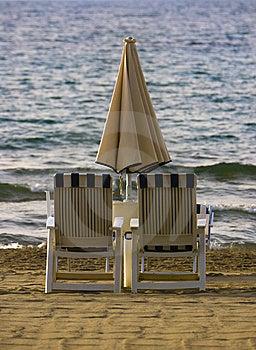 Dos Sillas De Playa Imagenes de archivo - Imagen: 8501774