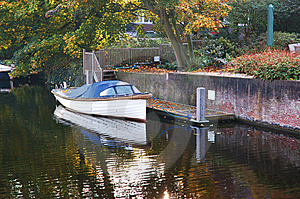 Personal Boat Nexto To House Royalty Free Stock Photography - Image: 8524837