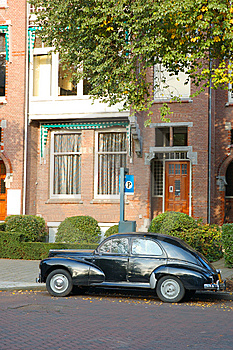 Old Car In The Street Royalty Free Stock Images - Image: 8524929