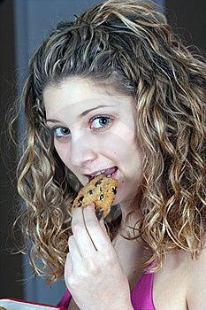 Chokladkaka Som äter Flickan Royaltyfri Bild - Bild: 8537326