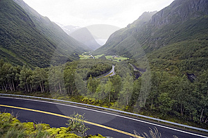 Colinas Brumosas De Noruega Foto de archivo - Imagen: 8548530