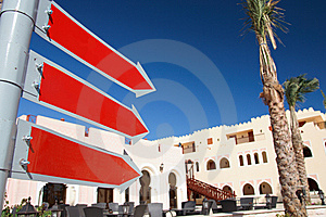 Chiaro, Il Rosso Firma Dentro Un Hotel Fotografia Stock - Immagine: 8550062