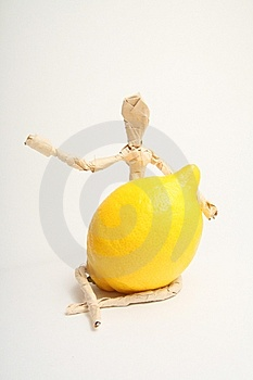 Uomo Di Carta Con Frutta Fotografia Stock - Immagine: 8560080