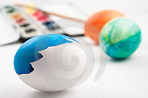 Half Painted Easter Egg Stock Images - Image: 8567604