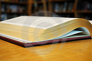 Book-Holy Bible Stock Images - Image: 8575874