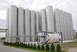 Industrieller Stahlbunker Stockbild - Bild: 8580861