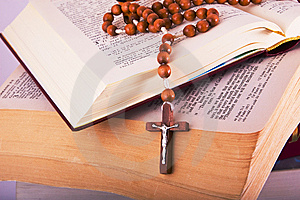 Open Bible With Rosary Royalty Free Stock Image - Image: 8590826