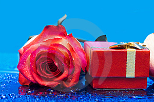 Gift Box And Rose Royalty Free Stock Image - Image: 8597876