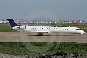 Taxiing After Landing Royalty Free Stock Images - Image: 8622589