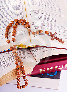Open Bible And Rosary Royalty Free Stock Images - Image: 8627799