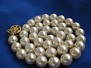 Pearl Bead Royalty Free Stock Images - Image: 8631789
