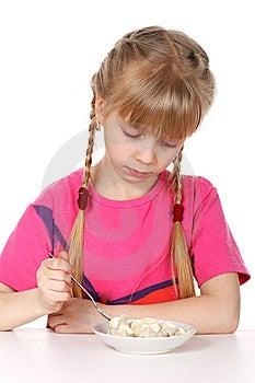 Ein Mädchen Isst Fleischmehlklöße Stockfoto - Bild: 8636020
