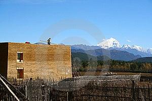 Das Gebäude Wird In Tibet-Haus Errichtet Lizenzfreie Stockfotografie - Bild: 8638197