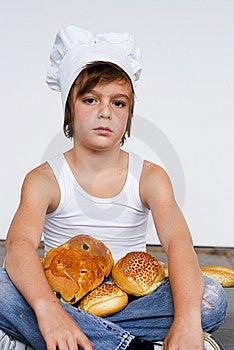 Muchacho Y Pan Jovenes Del Panadero Fotografía de archivo libre de regalías - Imagen: 8642037