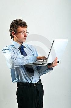 Zakenman Die Laptop Met Behulp Van Stock Fotografie - Afbeelding: 8642272