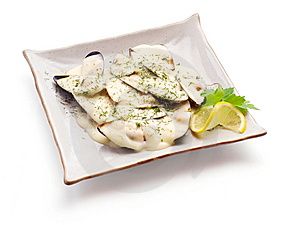 Mussel In White Sauce With Lemon Slice And Parsley Royalty Free Stock Image - Image: 8643226