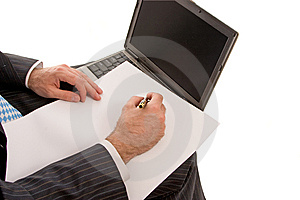 Lavoro Sul Computer Portatile Fotografia Stock Libera da Diritti - Immagine: 8644375
