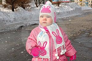 Bambina Graziosa In Tuta Sportiva Di Inverno. Fotografia Stock - Immagine: 8646032