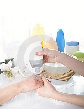 Vrouwelijke Handen Stock Afbeeldingen - Afbeelding: 8646734