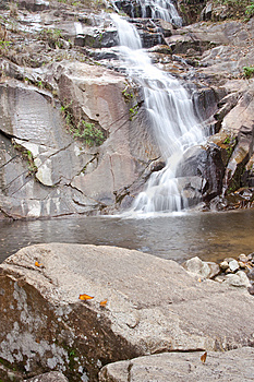 Waterval In Zuiden Van Thailand. Royalty-vrije Stock Afbeeldingen - Afbeelding: 8650639