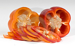 Schneiden Sie Die Orange Und Roten Gemüsepaprikas Lizenzfreie Stockfotografie - Bild: 8653067