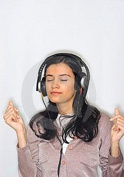 Musica D'ascolto Della Donna Immagini Stock Libere da Diritti - Immagine: 8653199