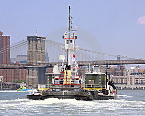 Tug And Brooklyn Bridge Royalty Free Stock Photos - Image: 8654088