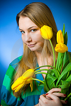 La Belle Fille Avec Des Tulipes Photos stock - Image: 8661183