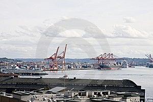 Een Industriële Verschepende Haven En Een Bezige Haven Stock Foto's - Afbeelding: 8662943