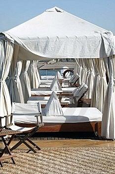 Salotti Sulla Piattaforma Di Sun Della Barca Immagine Stock - Immagine: 8680911