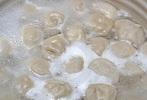 Russian Pelmeni Boiling In Pot Royalty Free Stock Photos - Image: 8688888