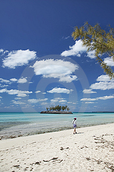 Strolling On Gaulding Cay Beach Stock Images - Image: 8714784