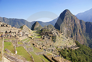 Huayna Picchu Mountain Overlooking  Inca Ruins Stock Photos - Image: 8809843