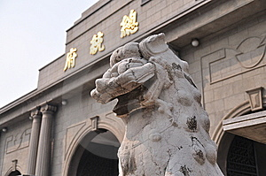 A Stone Lion Statue Before Office Of The President Royalty Free Stock Images - Image: 8836669