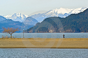 Lakeshore Couple Royalty Free Stock Image - Image: 8892046