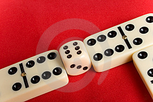 Dice Cup And Dice Royalty Free Stock Image - Image: 8906776