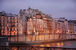 Houses Along The Seine Stock Image - Image: 8908971