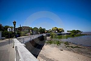 Kleurrijke Koloniale Aanwezigheid Onder Een Blauwe Hemel Stock Foto's - Afbeelding: 8937183