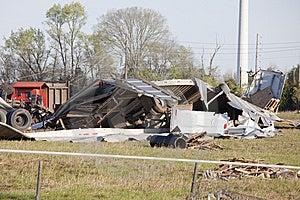 El Tornado Destruye Los Camiones Grandes Fotos de archivo - Imagen: 8943993